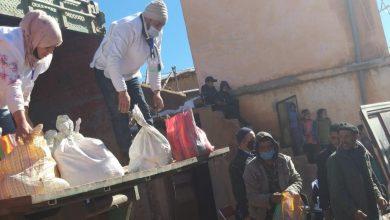 صورة ألف أسرة بجماعة آيت عباس تستفيد من مساعدات غذائية تزامنت مع موجة البرد القارس