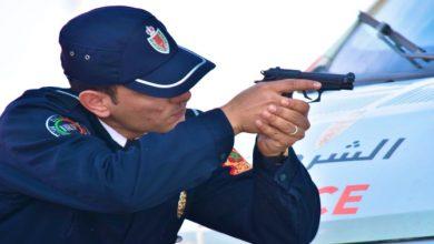 صورة شرطي بسوق السبت يضطر لاستعمال سلاحه الوظيفي لدفع الخطر