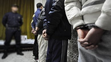 صورة مريرت إقليم خنيفرة: توقيف خمسة أشخاص  من ذوي السوابق القضائية بتهمة الاتجار في المخدرات