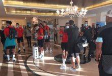صورة عودة المنتخب المغربي إلى أرض الوطن وقرار بتأجيل المباراة ضد غينيا إلى موعد لاحق